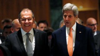 Sergei Lavrov (L) and John Kerry are meeting in Geneva to discuss the Syrian crisis
