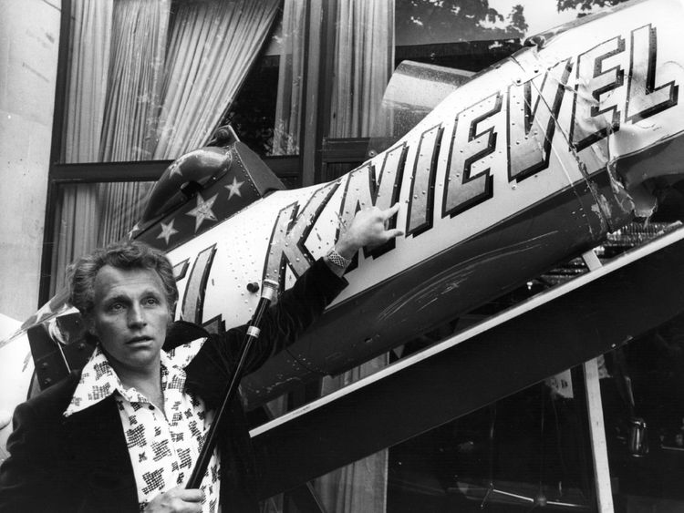 Evel Knievel failed in his attempt to cross the canyon by rocket in 1974