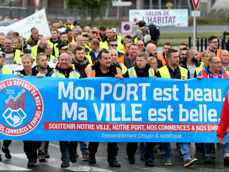 People protesting against the migrant situation in Calais
