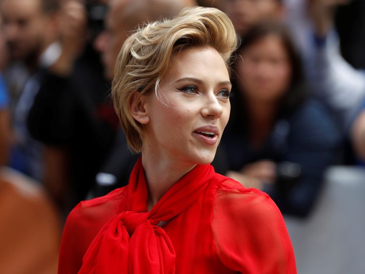 Scarlett Johansson faces transgender backlash