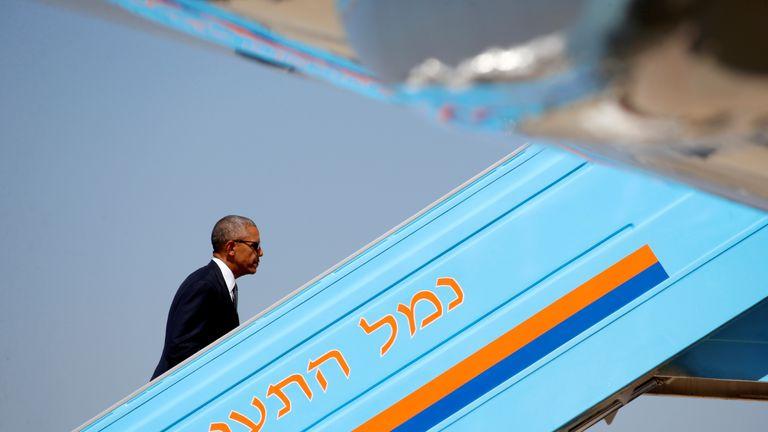 U.S. President Barack Obama boards Air Force One after attending the funeral service of former Israeli president Shimon Peres in Jerusalem, September 30, 2016. REUTERS/Kevin Lamarque