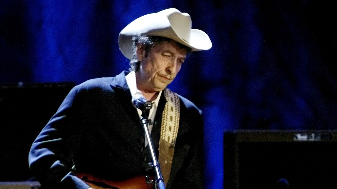 Rock musician Bob Dylan performs at the Wiltern Theatre in Los Angeles in this May 5, 2004 file photo. REUTERS/Rob Galbraith/Files