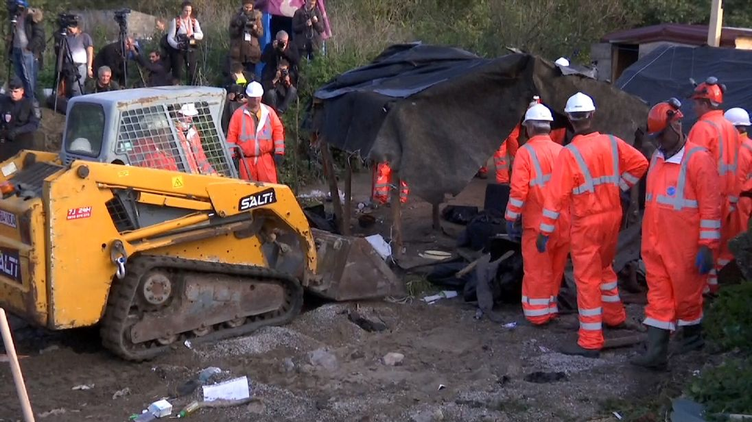 Demolition continues of Calais migrant camp