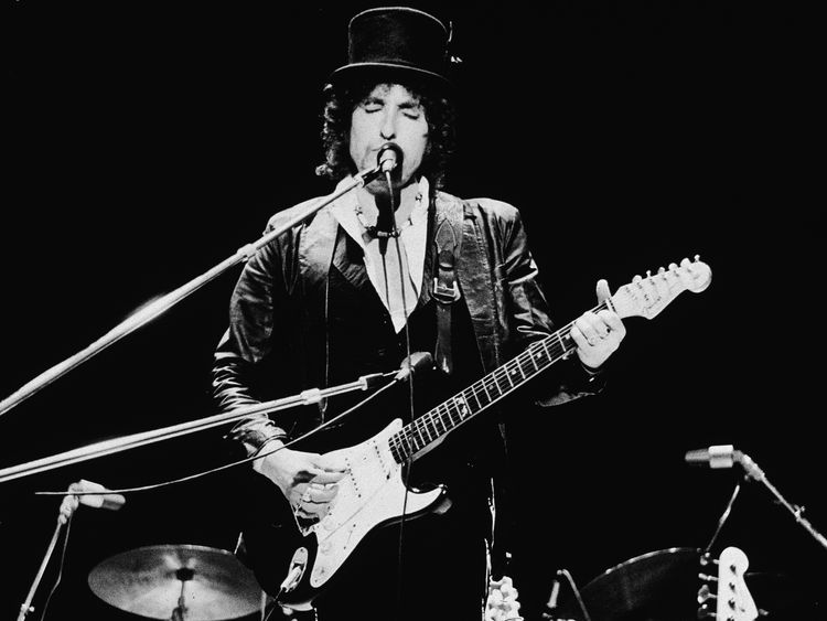 Bob Dylan performing in England in 1978