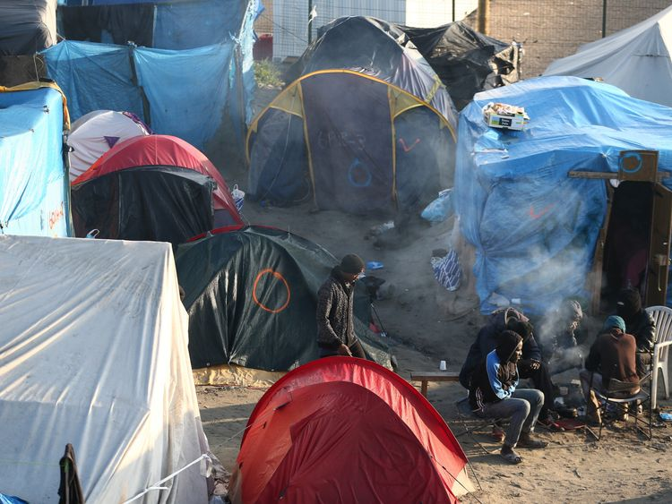 Several thousands of migrants still remain on site