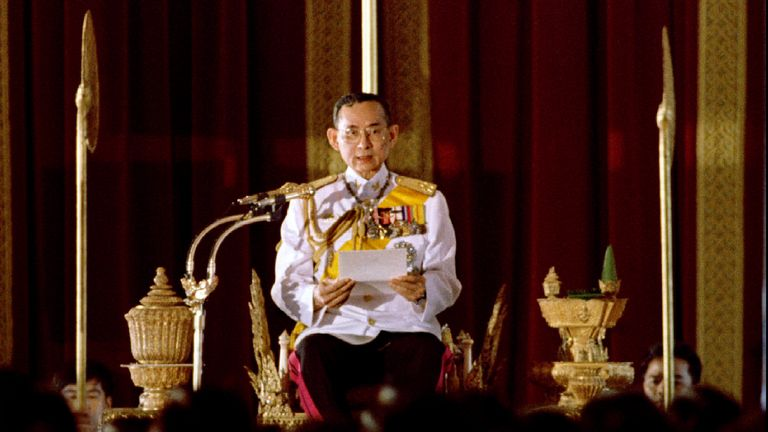 King Bhumibol Adulyadej reads a statement convening Parliament in front of 391 newly elected members of parliament in Bangkok in 1995