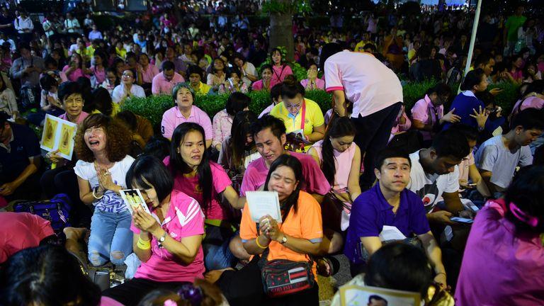 Crowds mourn the death of Thailand's King Bhumibol Adulyadej at Siriraj Hospital in Bangkok