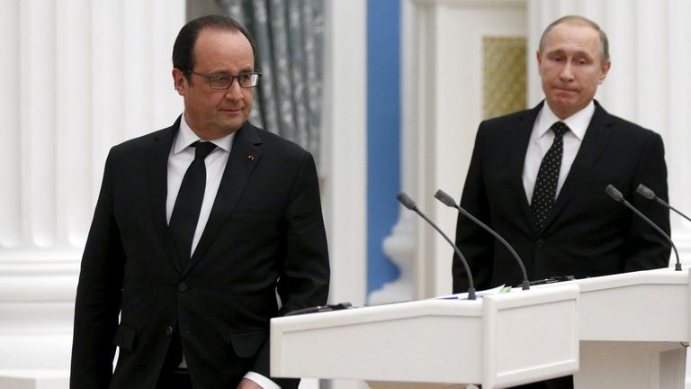 French President Francois Hollande (L) and his Russian counterpart Vladimir Putin after a meeting in 2015