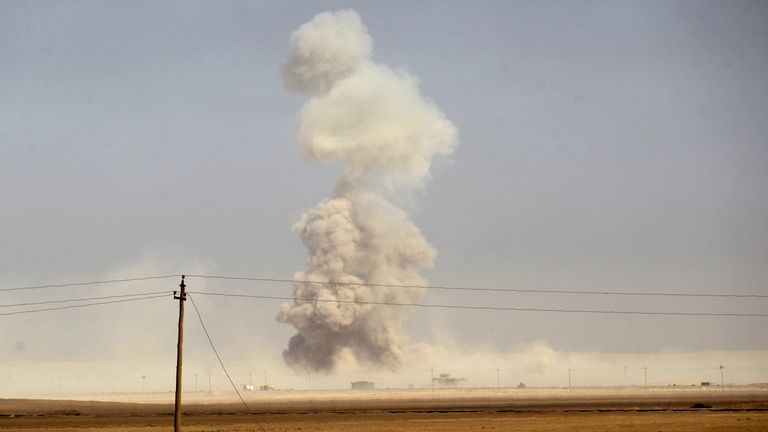 Smoke billows as Iraqi forces deploy on October 17, 2016 in the area of al-Shurah