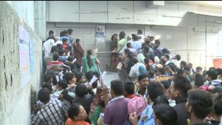 Hundreds queue outside the State Bank of India in New Delhi