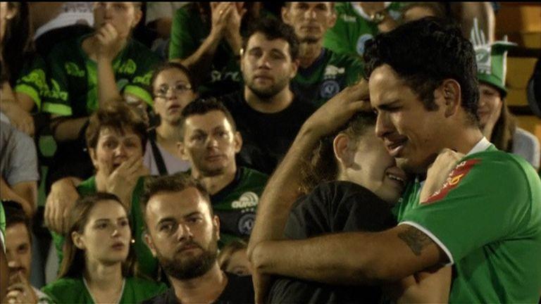Fans of Chapecoense football club mourn