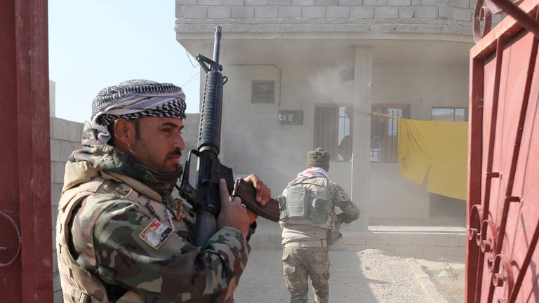 Iraqi forces take back Mosul from Islamic State militants, one street at a time