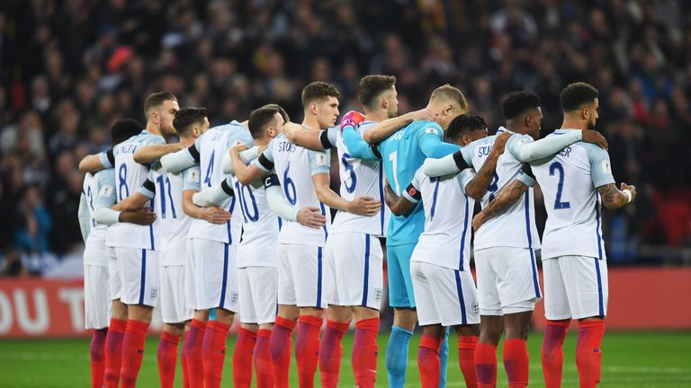 LONDON, ENGLAND - NOVEMBER 11: England players observe a silence in remembrance of Armistice Day prior to the FIFA 2018 World Cup qualifying match between England and Scotland at Wembley Stadium on November 11, 2016 in London, England. (Photo by Shaun Botterill/Getty Images)