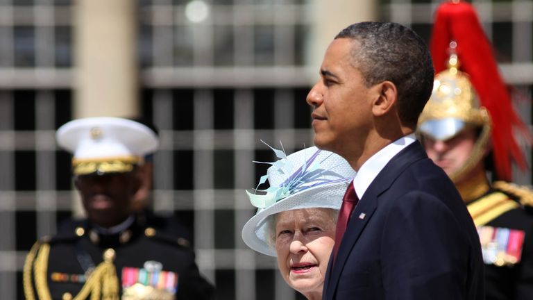 LONDON, ENGLAND - MAY 24: US President Barack Obama and Queen Elizabeth II on the western steps of Buckingham Palace on May 24, 2011 in London, England. The 44th President of the United States, Barack Obama, and his wife Michelle are in the UK for a two day State Visit at the invitation of HM Queen Elizabeth II. During the trip they will attend a state banquet at Buckingham Palace and the President will address both houses of parliament at Westminster Hall. (Photo by Ben Gurr - WPA Pool/Getty Im