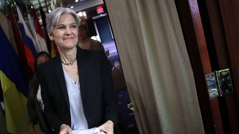 WASHINGTON, DC - AUGUST 23: Green Party presidential nominee Jill Stein arrives for a press conference at the National Press Club August 23, 2016 in Washington, DC. Stein discussed her candidacy and her attempts to be included in the presidential debates sponsored by the Commission on Presidential Debates during her remarks. (Photo by Win McNamee/Getty Images)