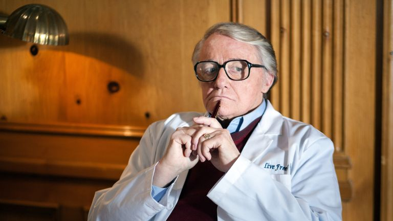 Man From UNCLE and Hustle star Robert Vaughn has died, aged 83 - Nov 11 2016