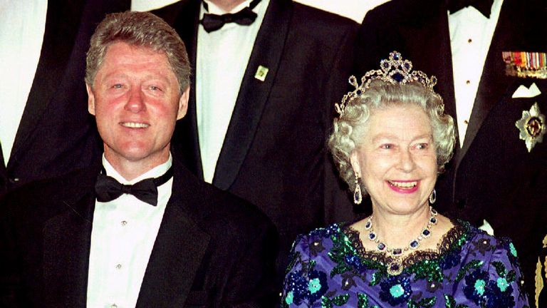 US President Bill Clinton and Britain's Queen Elizabeth II smile for the cameras during the group photo session at the Guildhall 04 June 1994 prior to a celebratory banquet for the 50th anniversary of the D-Day invasion of Normandy. (Photo credit should read GERRY PENNY/AFP/Getty Images)