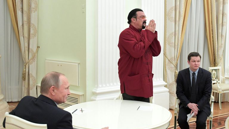 Russian President Vladimir Putin (L) meets with US action hero actor Steven Seagal at the Kremlin in Moscow on November 25, 2016. / AFP / SPUTNIK / Alexey DRUZHININ (Photo credit should read ALEXEY DRUZHININ/AFP/Getty Images)