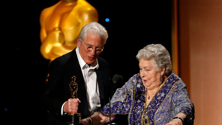 Film editor Anne V. Coates receives her Honorary Award from Richard Gere
