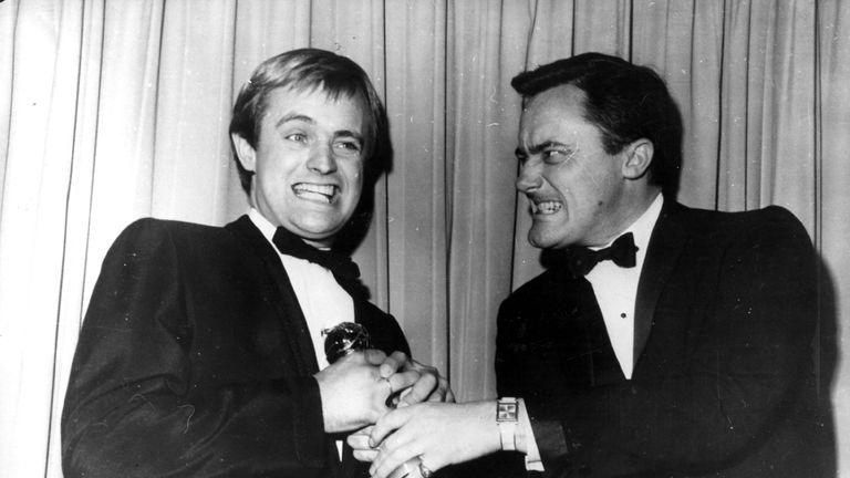 1966: David McCallum and Robert Vaughn pretend to fight over a Golden Globe Award