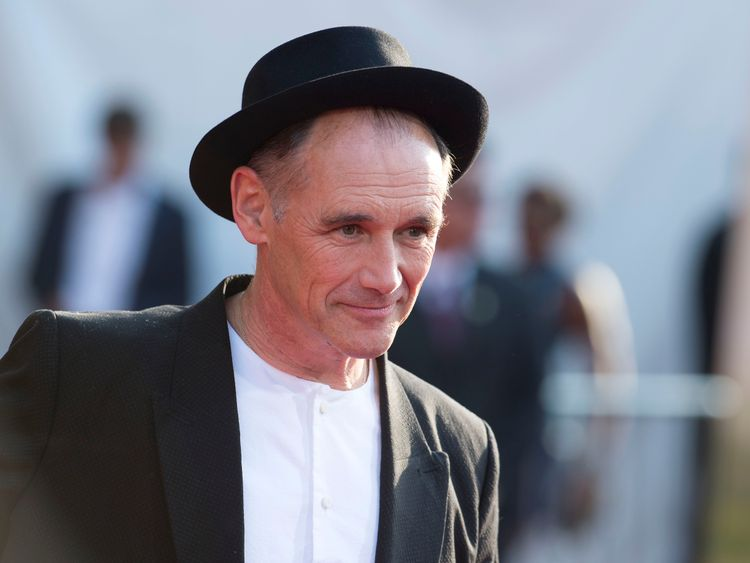 Oscar-winning actor Mark Rylance will be knighted for services to theatre