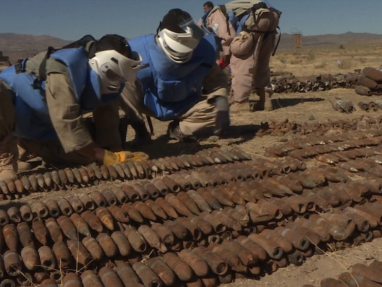 Yemen bomb disposal teams at work