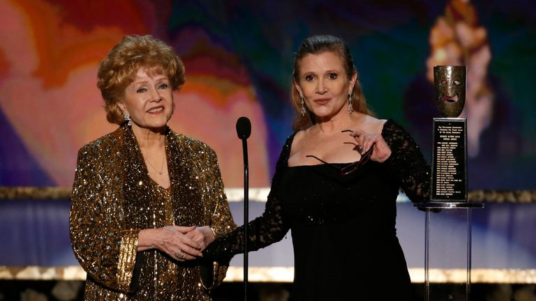 Debbie Reynolds accepting a lifetime achievement award from her daughter Carrie Fisher last year