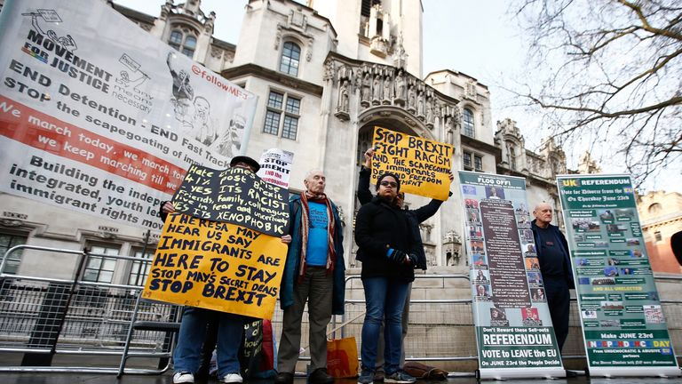 Pro and anti-Brexit protesters stand outside the Supreme Court