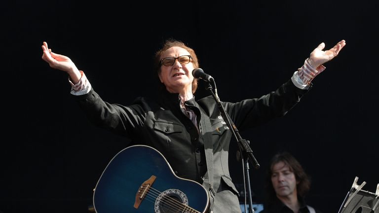 Kinks frontman Ray Davies will be knighted for services to the arts and entertainment
