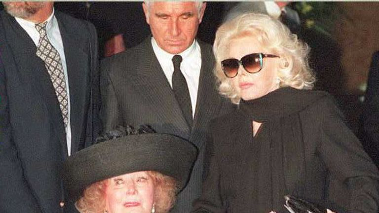 Gabor with her mother, Jolie, at the funeral for her sister Eva in 1995