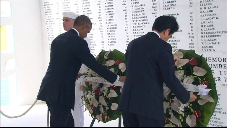 Barack Obama and Shinzo Abe lay wreathes to commemorate the dead of Pearl Harbor