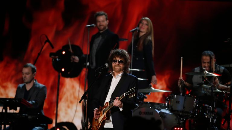 Jeff Lynne perfoms a medley of Electric Light Orchestra songs