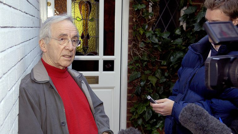 Andrew Sachs speaks to reporters after the Sachsgate scandal in 2008