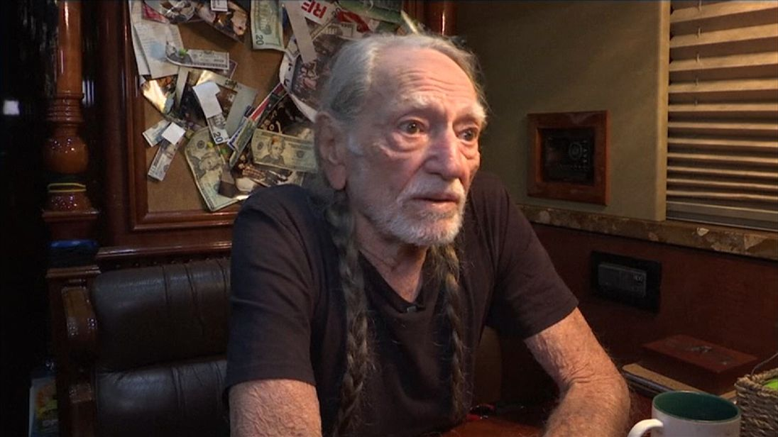 Will Trump rollback weed legislation? Willie Nelson hopes not
