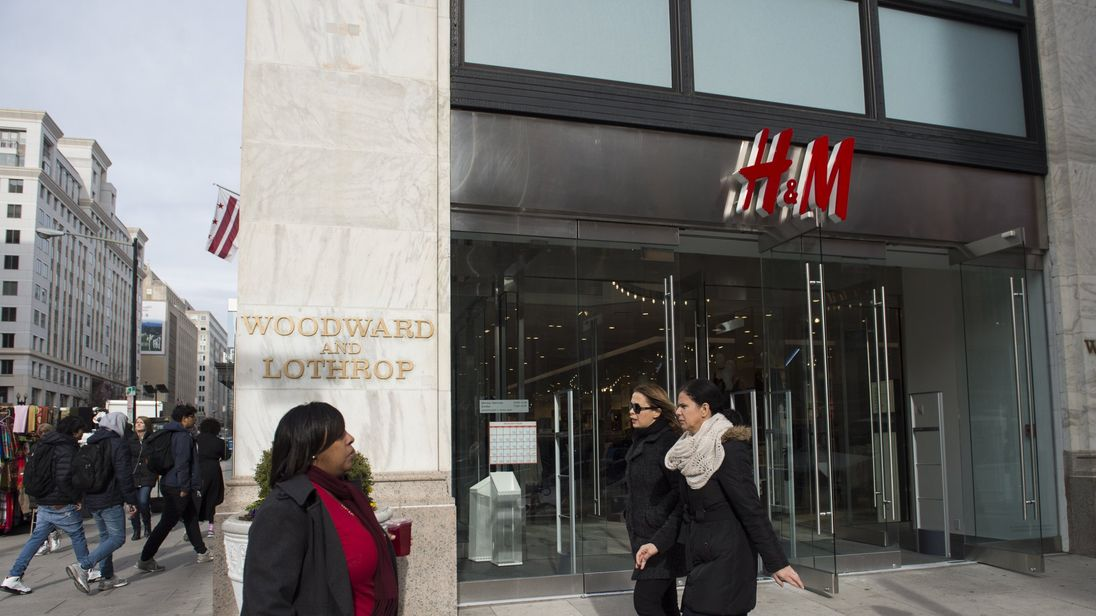 H&M warns of more markdowns after Q1 pretax plunges