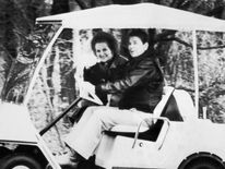 Ronald Reagan drives Margaret Thatcher toward their meeting in Camp David, 1986