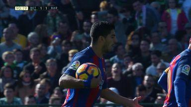 Suarez saves Barcelona