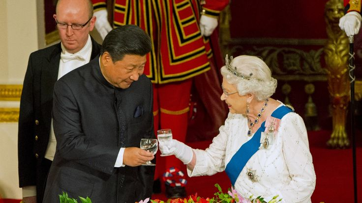 Chinese President Xi Jinping with Queen Elizabeth at a state banquet at Buckingham Palace, October 20, 2015