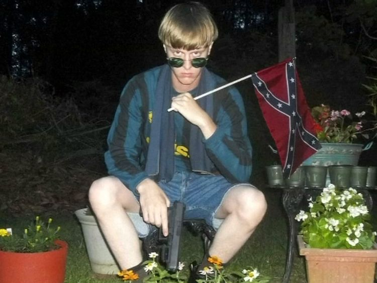 Dylann Roof posed with the Confederate flag