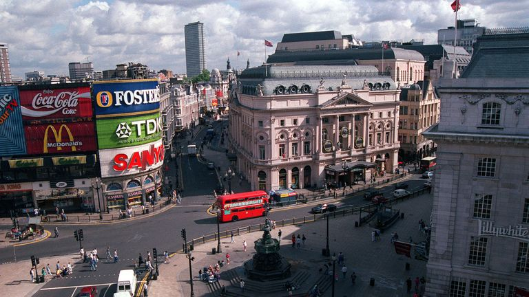 Photo dated 03/08/1993 of Piccadilly Circus