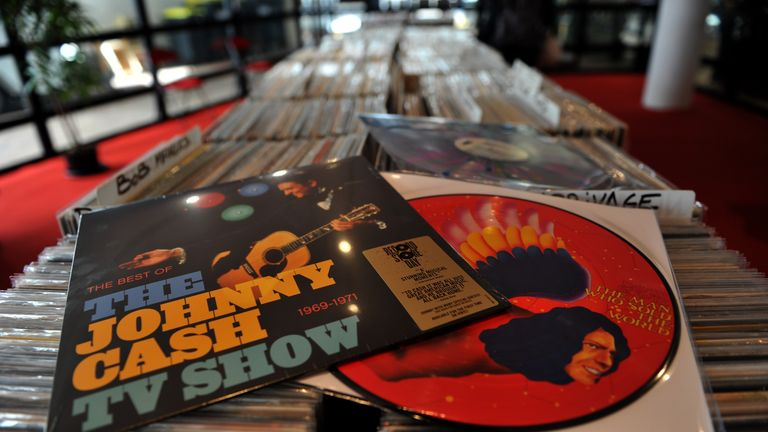 More than 3.2 million vinyl records were sold in 2016