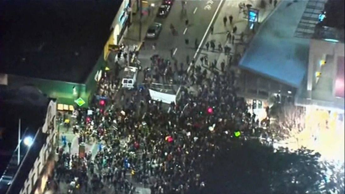 Protests at Berkely uni over Milo Yiannopoulos visit