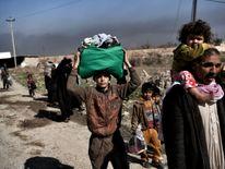 Displaced Iraqis escape the fighting in Mosul