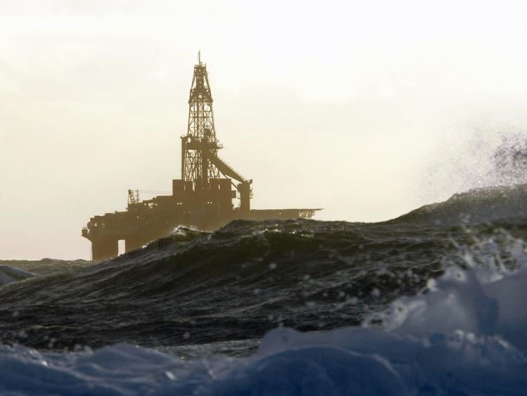 (FILES) Picture taken 15 January 2007 shows an offshore oil rig in the Norway Sea. World oil prices surged to a record peak above 99 dollars per barrel on Wednesday 21 November 2007 on the back of the falling US dollar and tight global crude supplies, traders said. In early trading on Wednesday, New York's main contract, light sweet crude for January delivery, rocketed to an historic 99.29 dollars
