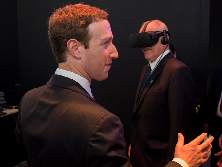 Mark Zuckerberg gives Peru's president a VR demonstration