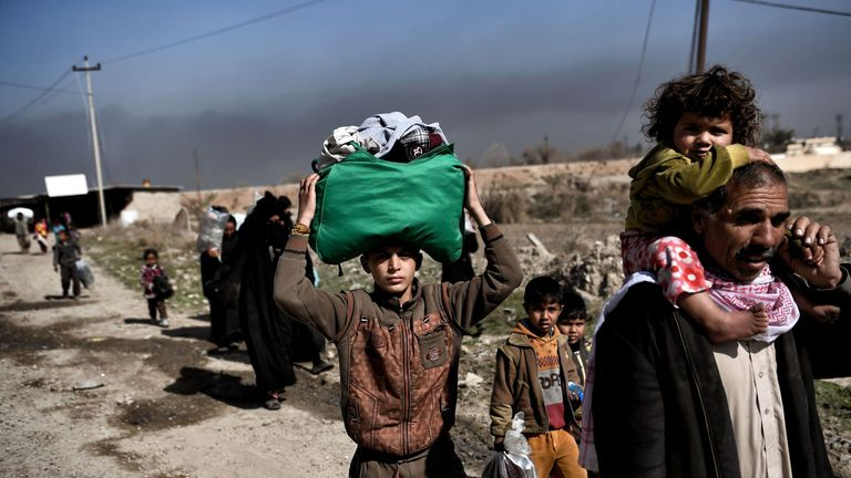 Displaced Iraqis escape the fighting in Mosul