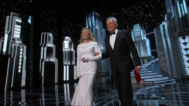 Warren Beatty and Faye Dunaway arrive on stage to present best picture