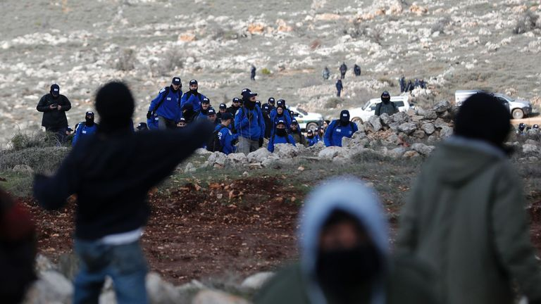 Settlers confront police as they move in