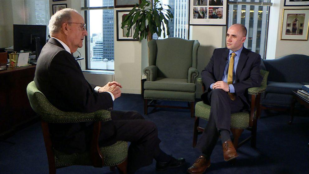 Senator George Mitchell speaking to David Blevins