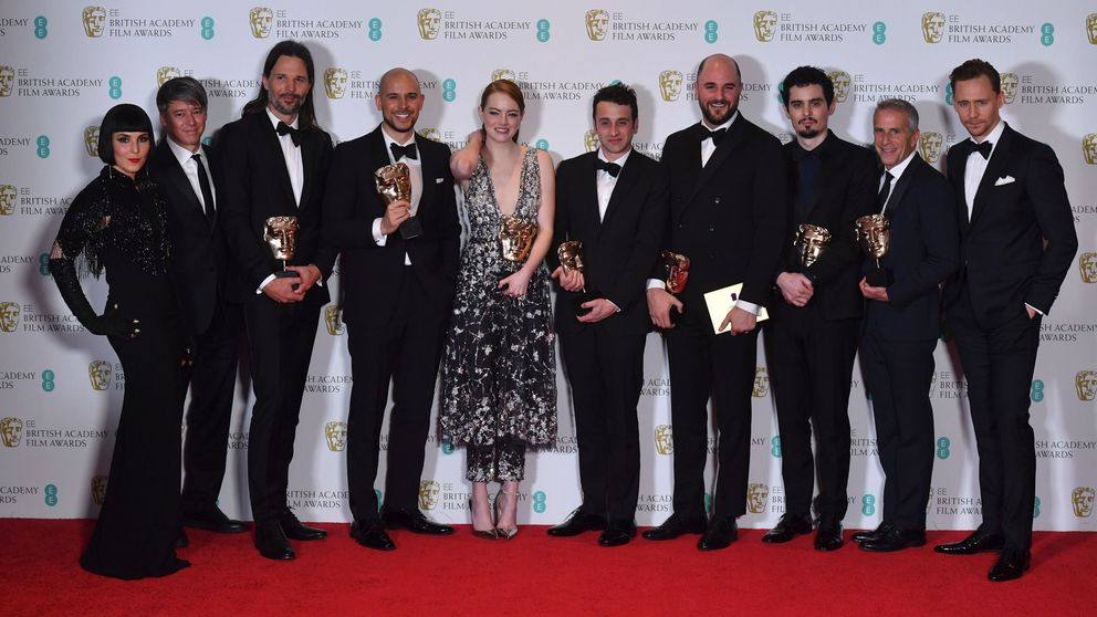 US film producers Fred Berger (4L), Jordan Horowitz (4R) and Marc Platt (2R) pose with the award for Best Film for 'La La Land', alongiside US actress Emma Stone (C), US director Damien Chazelle (3R), Swedish cinematographer Linus Sandgre (3L), US composer Justin Hurwitz (5R), with award presenters Noomi Rapace (L) and Tom Hiddleston (R) at the BAFTA British Academy Film Awards at the Royal Albert Hall in London on February 12, 2017